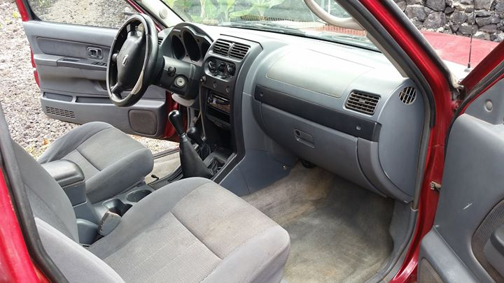 interior Nissan Pickup